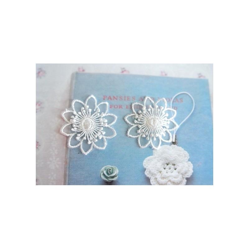 """Appliqués 2 petites fleurs (4.5 cm) 2 couches blanches - Utilisation : Mariage, Coutures  Sélection """"Dans mon Grenier.."""""""