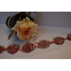 Ruban  de Roses à motifs couleur Fushia et noir sur tule blanc vendu par 25 cm (Utilisation : couture, Bracelet,décoration...)