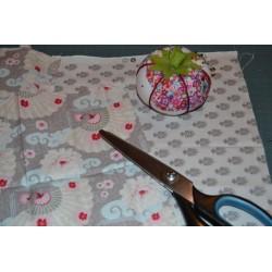 """Tissu Coton imprimé """" Petites fleurs des Prés et Feuillage"""" Violet ton sur ton (1,20 m x1,20 m) 100% coton"""
