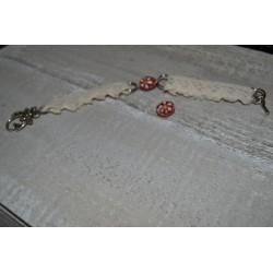 Perles en verre forme tube fleuries fond rouge Peintes à la main (sachet : 2 pièces)