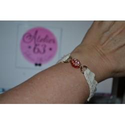 Perles en verre forme Olive fleuries fond rouge Peintes à la main (sachet : 2 pièces)