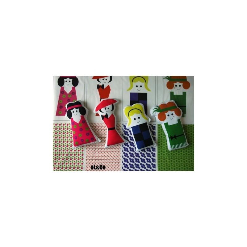Kit 4 Mini Poupées Fashionista avec panneau & explications pour future confection, Collection Al&Co Créatrice Anne Lacambre