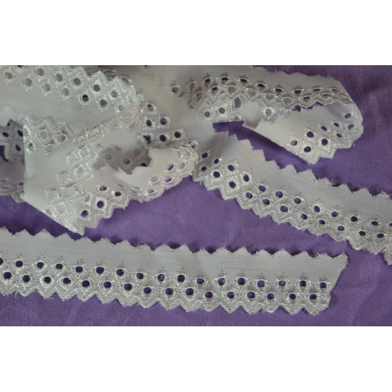 Ruban Broderie Anglaise blanc Petits Ronds longueur 2 m x  3 cm