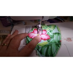 Tissu Toile Coton écru Fleurs Hortensias blanc, vendu par 10cm
