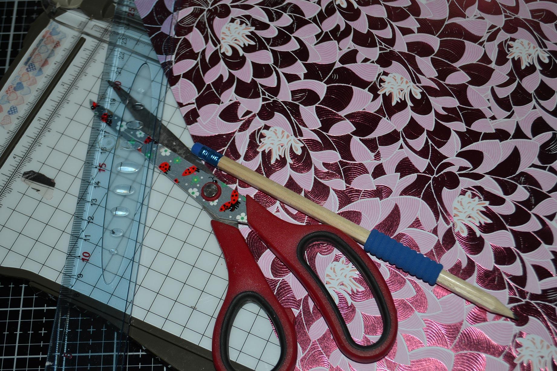 fabriquer-un-cadre-pliage-papier-scrap