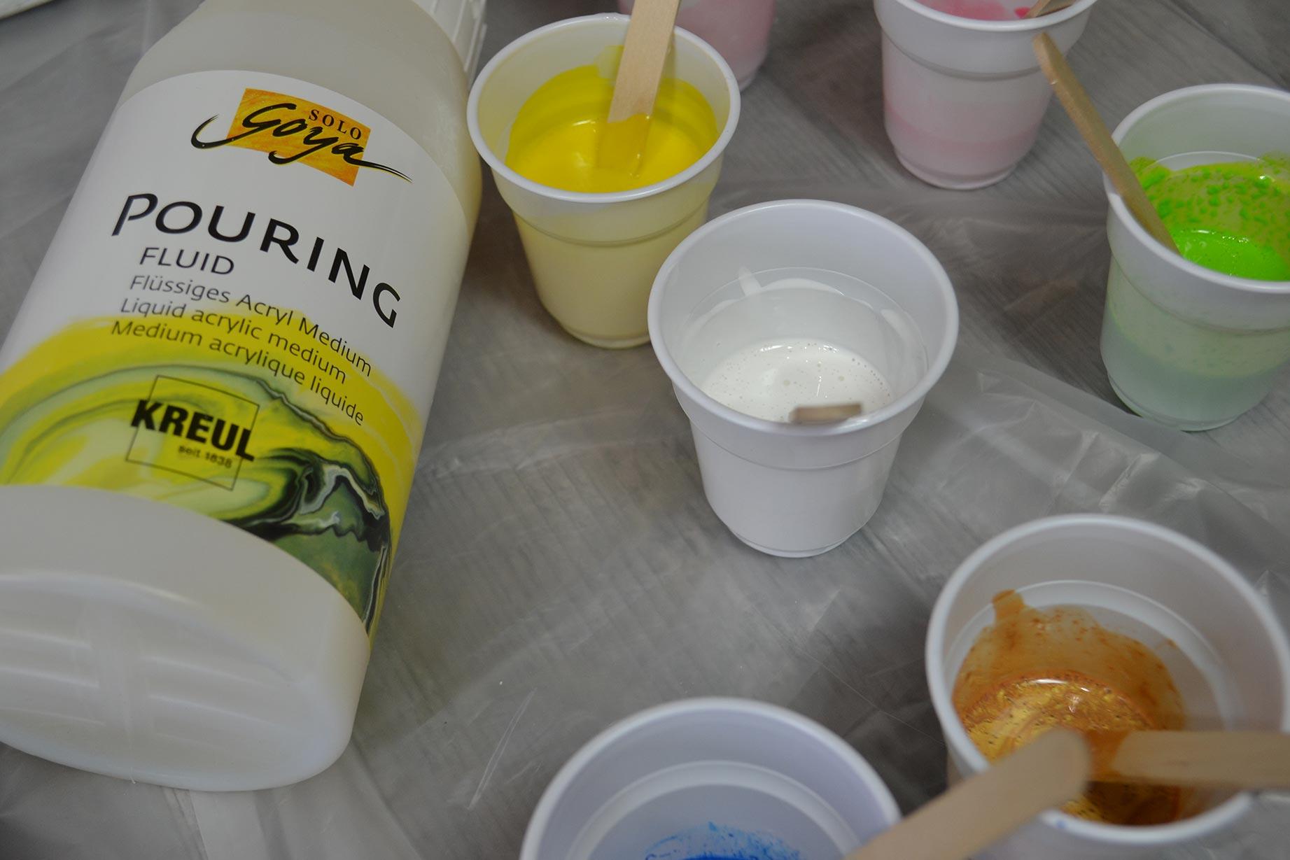 technique-peinture-pouring-creer-tableaux-abstraits-tutoriel