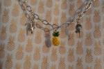 Atelier BIJOUX : Fabriquer un bijou pour agrémenter un vêtement Mon TOP DE L ETE - TEE SHIRT imprimé ANANAS, TUTORIEL