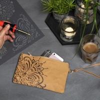 Atelier COUTURE & BICOLAGES  : Customiser une Pochette en Papier épais IMITATION CUIR, Cadeau à Offrir,  TUTORIEL